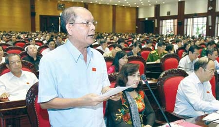 Deputy Danh Ut from Kien Giang Province states his opinion to the draft amendments to the 1992 Constitution at a discussion of the National Assembly yesterday, Nov 5.