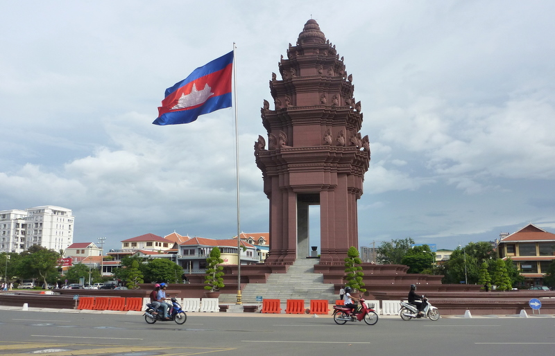 Independence Monument, Phnom Penh (photo credit: Ronan crowley/flickr)