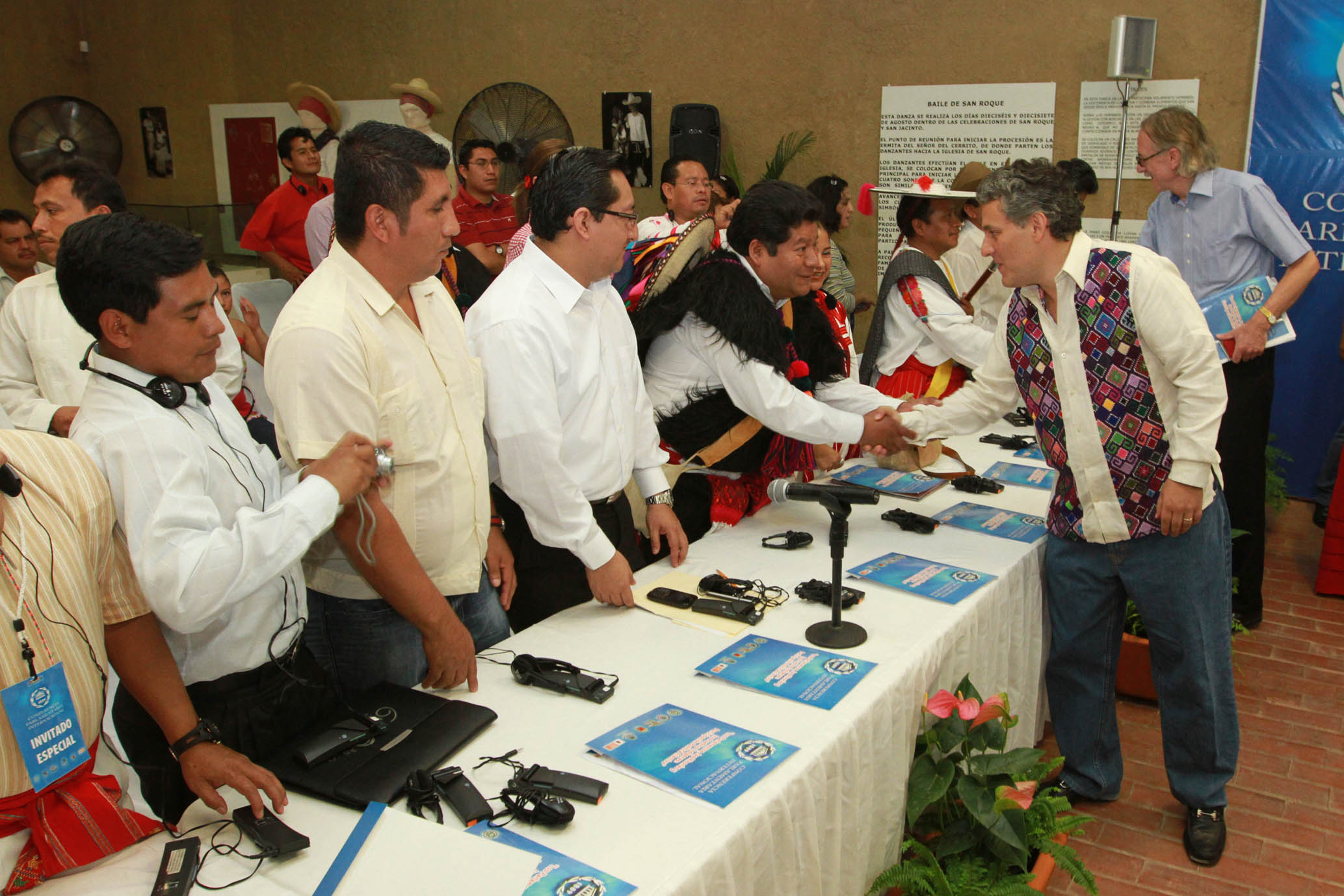 Dialogue between parliamentarians and indigenous leaders, Chiapas, Mexico (photo credit: Inter-Parliamentary Union/flickr)