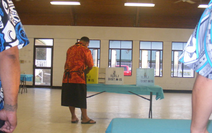An election office team leader at the Ili'ili polling station opens ballot boxes for the 2016 general election in American Samoa (photo credit: Fili Sagapolutele)