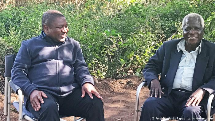 President Nyusi and the late Dhlakama meet in Gorongosa Mountains in Aug 2017 (photo credit: Club of Mozambique)