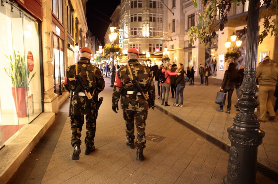 Heavily armed Hungarian soldiers patrolling the streets of Budapest (photo credit: Hungarian Spectrum)