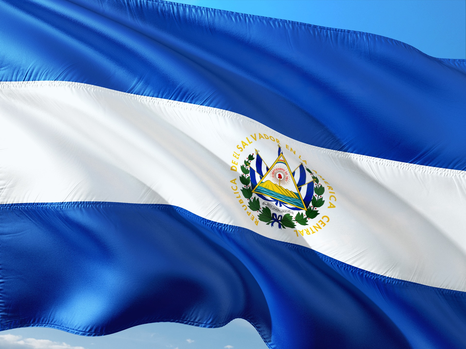 Flag of El Salvador (photo credit: jorono/pixabay)