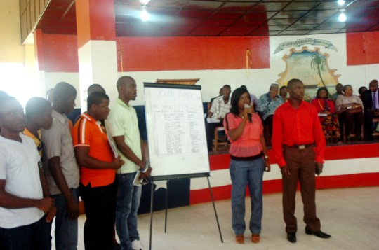 Youth representatives making a group presentation during the public consultations held in Buchanan Grand Bassa county (source of image: UNDP)