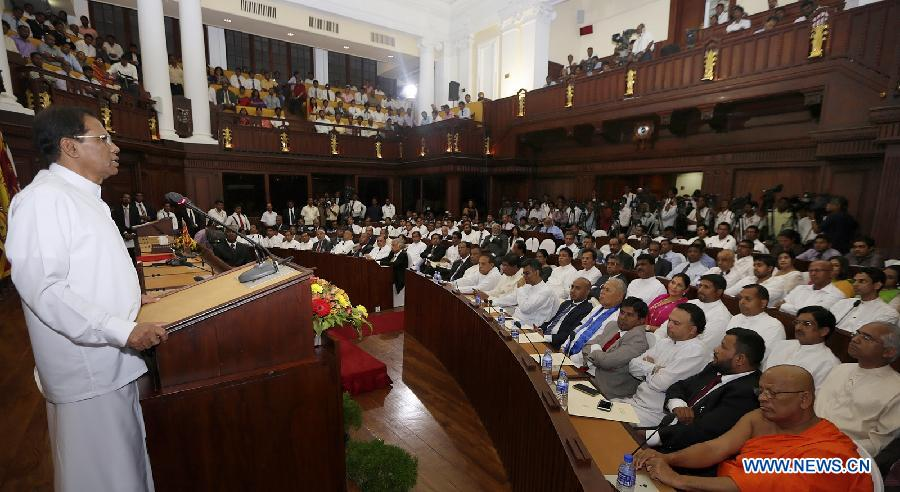 Sri Lankan President Maithripala Sirisena (L) addresses members of parliament at Parliament House in Colombo. (Photo: AFP/President's Office)