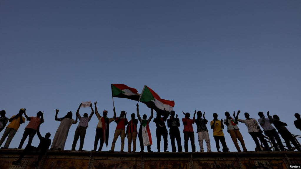 Sudanese protesters in front of the defense ministry compound in Khartoum (photo credit: Reuters)
